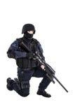 FLIEGENKLATSCHE-Offizier mit Scharfschützegewehr Lizenzfreie Stockfotografie