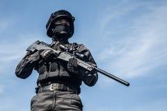 FLIEGENKLATSCHE-Polizeischarfschütze Lizenzfreie Stockfotografie