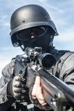FLIEGENKLATSCHE-Polizeischarfschütze Stockfotografie