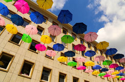 Fliegenregenschirme Lizenzfreies Stockfoto