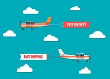 Fliegenwerbungsfahnen gezogen durch Lichtflugzeug Stockbild
