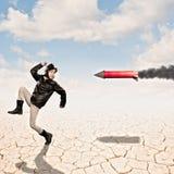 Flieger mit einer Rakete in der heißen Verfolgung lizenzfreies stockfoto
