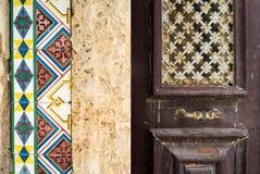 Fliesen und Beschaffenheiten für portugiesisches Gebäude-Äußeres Stockfotografie