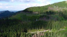 Fligh över cablewayen i berg lager videofilmer