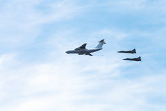 In-flight refueling of military fighter aircrafts Royalty Free Stock Photography