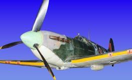 Flighter da segunda guerra mundial da cabeça-quente, isolado no fundo do céu do falso Imagem de Stock