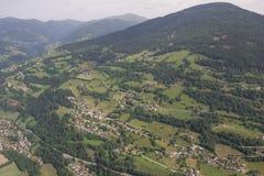Flightseeing游览克恩顿州圣皮特圣徒・彼得Mitterberg Mt Priedröf概略的视图 库存照片