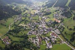 Flightseeing游览克恩顿州坏Kleinkirchheim概略的视图 免版税库存照片