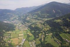 Flightseeing游览克恩顿州费尔德/看湖Brennsee湖Afritz概略的视图 免版税库存图片