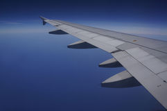 Fligt over the ocean. Boeing wing  Stock Photography