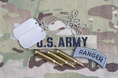 Flik för kommandosoldat för USA-ARMÉ, flaggalapp, med hundetiketten och 5 56 mmrundor på likformign Royaltyfria Foton