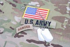 Flik för kommandosoldat för USA-ARMÉ, flaggalapp, med hundetiketten på kamouflagelikformign Royaltyfria Bilder