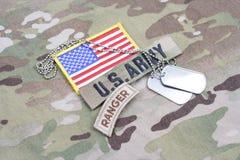 Flik för kommandosoldat för USA-ARMÉ, flaggalapp, med hundetiketten på kamouflagelikformign Royaltyfria Foton