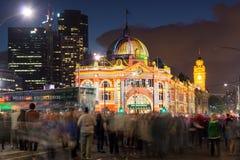 Flinders ulicy stacja podczas Białej nocy festiwalu Zdjęcia Stock