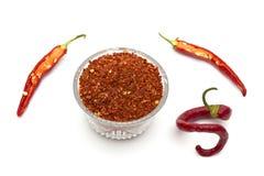Flingor för röd peppar och nya glödheta chilipeppar Arkivbild