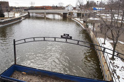 Flinta Michigan: Flint River Arkivbild