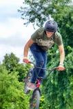 Flip för framdel för banhoppning för cyklist för BMX-fristil tonårs- Royaltyfria Foton