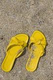Flip-flop amarillos Imagenes de archivo