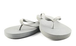 Flip-flop di gomma grigi isolati fotografia stock