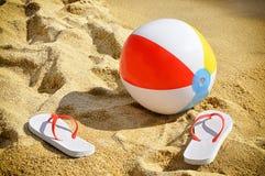 Flip-flop e beach ball Fotografie Stock