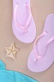 Flip-flop e stelle marine fotografia stock