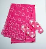 Flip-flop e tovagliolo - und Handtuch di flip-flop Fotografie Stock