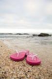 Flip-flop en la playa Fotos de archivo libres de regalías