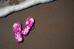 Flip-flop en la playa Imagen de archivo libre de regalías