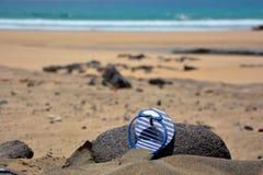 Flip-flop sulla spiaggia Immagini Stock