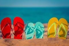 Flip-flops da praia na areia Foto de Stock