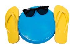 Flip Flops Frisbee und Sonnenbrille Stockfotos