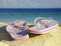 Flip-flops na praia Imagens de Stock