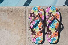 Flip-flops pływackim basenem Zdjęcie Stock