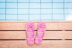 Flip Flops By The Pool rosado rayado Imagen de archivo