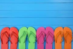 Flip Flops-sandals in de zomer op vakantie met copyspace Stock Afbeeldingen