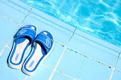 Flip flops by the swimming pool Royalty Free Stock Photos