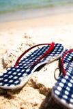 Flip-flops verific na praia Foto de Stock Royalty Free