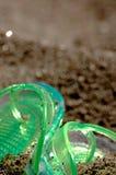 Flipflop i sanden Royaltyfri Bild