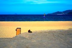 Flipflops durch den Strand Vietnam Nha Trang lizenzfreies stockfoto