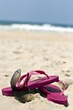 Flipflops und Sonnenbrillen Stockfotografie