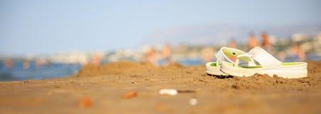 Flipmisslyckanden på en sandig strand arkivbild