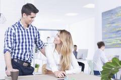 Flirt au travail Image stock
