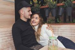 Flirt dans un café Photo stock
