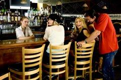 Flirt am Pub Lizenzfreie Stockfotografie