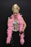 Flirt in roze boa royalty-vrije stock foto
