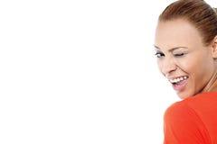 Flirtend Blinzeln der jungen Frau Lizenzfreies Stockfoto