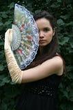 Flirtend meisje met een ventilator royalty-vrije stock fotografie