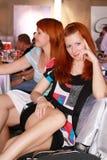 flirting повелительницы довольно 2 детеныша Стоковая Фотография