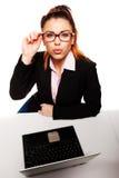 Flirty i prowokująca biznesowa kobieta Zdjęcia Royalty Free