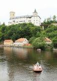 Flisacy na rzece pod Grodowym Rozmberk zdjęcia royalty free